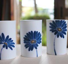 """181 Likes, 4 Comments - ceramist/potter/JAPAN (@katomayuki_ceramics) on Instagram: """". . 庭にもたくさん花が咲いていますが 今日はめぐみの雨になりそうですね~(^^) . #染付 #眞窯  #うつわ #瀬戸焼 #絵付け #手作り #potter #pottery…"""""""