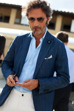 Sartorial Denim, Florence « The Sartorialist. Italian men are something ! The Sartorialist, Gentleman Mode, Gentleman Style, Dandy, Look Fashion, Timeless Fashion, Fashion Black, Fashion Fashion, Fashion Ideas