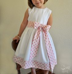 Bow and Sash #Tutorial by @Destri | The Mother Huddle #sewing