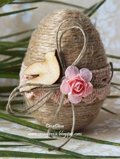 Egg decoration for Easter with strings Easter Egg decorating ideas Happy Easter, Easter Bunny, Easter Eggs, Egg Crafts, Easter Crafts, Bunny Crafts, Easter Decor, Easter Ideas, Spring Crafts