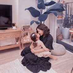 Cute Asian Babies, Korean Babies, Cute Babies, Ulzzang Kids, Ulzzang Couple, Couple With Baby, Mom And Baby, Cute Little Baby, Little Babies