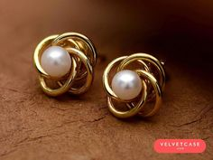 Saved by radha reddy garisa Golden Jewelry, Pearl Jewelry, Jewelery, Ruby Necklace Designs, Classic Wedding Rings, White Gold Diamond Earrings, Gold Wedding Jewelry, Gold Jewellery Design, Jewelry Accessories