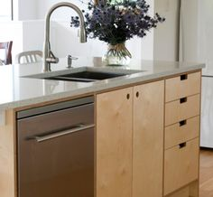 Amazing galley kitchen color ideas for 2019 - Modern Galley Kitchen Design, Galley Kitchens, Home Kitchens, Kitchen Colors, Kitchen Decor, Plywood Kitchen, Kitchen On A Budget, Kitchen Small, Bathroom Design Small