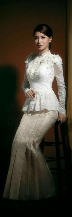 Thai outfit for a lady. Thai Wedding Dress, Modest Wedding Gowns, Wedding Attire, Thai Traditional Dress, Traditional Fashion, Traditional Outfits, Thai Brides, Thai Fashion, Thai Dress