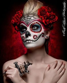 the implied nude is just so pretty though id rather it was without th. - Sugar skull face painting ideas for Halloween. Sugar Skull Halloween, Masque Halloween, Halloween Make Up, Halloween Face Makeup, Halloween Ideas, Vintage Halloween, Side Boob Tattoo, Maquillaje Sugar Skull, Catrina Tattoo