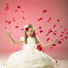 reportaje comunion estudio Communion, Diana, Fotografia Tutorial, Cute Poses, Children Photography, Holi, Flower Girl Dresses, Coral, Princess