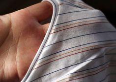 Hallo zusammen! Um einen Halsausschnitt einzufassen gibt es viele Möglichkeiten. Bei Kinderkleidung finde ich den Abschluss mit Bündchenware immer sehr schön. Was aber tut man bei einem T-Shirt für Er