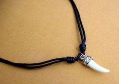 Colgante Colmillo CON Plata DEL Tibet Y Cordon Negro Ajustable Horn Pendant S4A…