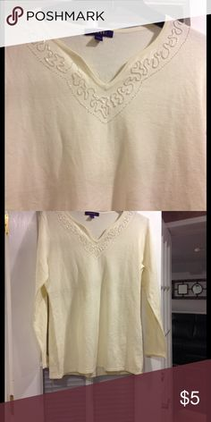 Large Bogari sweater good condition Size Large Bogari sweater good condition Bogari Sweaters