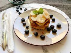 Banánové lívance bez mouky jsou skvělé nejen při bezlepkové dietě. Uplatní se také v každém redukčním jídelníčku. Jednoduché na přípravu, výtečné na chuť. Pancakes, Breakfast, Food, Diet, Morning Coffee, Essen, Pancake, Meals, Yemek