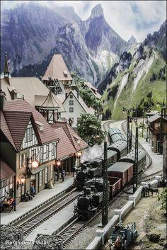 Un poco de historia (texto: José Luis Martos Gómez) De esta locomotora se fabricaron tres subseries: 6001 - 6002, con una long...