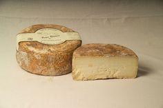 La elaboración de los quesos Los Corrales comienza desde el pasto, con el cuidado de los animales y la variable alimentación de esto. Estas diferencias, según la épocas, deja huella en quesos tan especiales como el Peña Blanca.