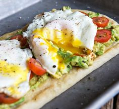 Egg and Avocado Breakfast Flatbread Recipe ~ An upgraded version of Avocado Toast. this Egg and Avocado Breakfast Flatbread recipe is a try winner! Healthy Dinners For Two, Healthy Breakfast Recipes, Brunch Recipes, Healthy Snacks, Dinner Healthy, Vegetarian Recipes, Healthy Breakfasts, Recipes Dinner, Healthy Recipes For Two
