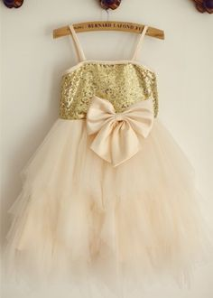 Champagne Sequin Tulle Knee Length Flower Girl Dress. Klänningar För  BlomsterflickorChampagnePaljetter 407a566c2fd61