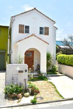 Small Cottage House Plans, Cottage Homes, House Outer Design, House Design, Building Concept, Interesting Buildings, Sims House, Japanese House, Fence Design