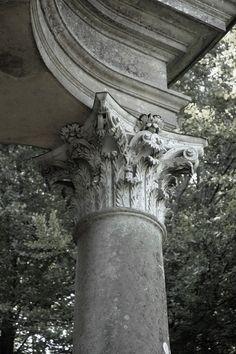 Corinthian column. Classical Architecture, Amazing Architecture, Architecture Details, Interior Architecture, Corinthian Order, Column Capital, Greek Design, Stone Columns, Stone Cladding