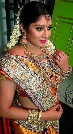 Beautiful Girl Image, Beautiful Asian Women, Beautiful Saree, Beautiful Indian Actress, Indian Costumes, Saree Photoshoot, Indian Bridal Fashion, Indian Beauty Saree, Indian Sarees