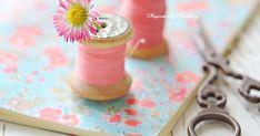 Такие фото получаются, если сын после школы приносит букетик маргариток:) привычка приносить в дом цветы - последствия взросления в се...