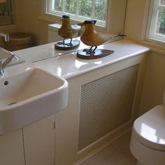 Do you hate having your home radiators exposed and ruin your home decor? We give you easy 16 Radiator Shelf Hacks to Improve your Décor that you can apply. Small Bathroom Layout, Bathroom Design Layout, Small Bathroom Sinks, Small Bathroom Storage, Upstairs Bathrooms, Bathroom Interior Design, Bathroom Ideas, Modern Bathroom, Small Sink