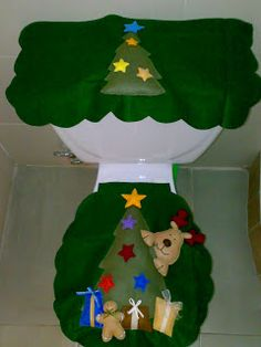 CREACIONES LUZMA: Juegos de baño Navidad en fieltro Felt Christmas Decorations, Felt Christmas Ornaments, Christmas Holidays, Christmas Crafts, Holiday Decor, Decor Crafts, Diy And Crafts, Christmas Bathroom Decor, Red Dolls