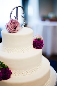 Real Weddings Posted By Real Vendors - The Wedding Chicks - Very simple wedding cake with roses