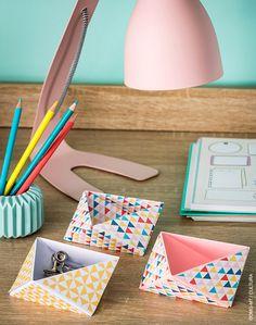 Découvrez l'origami facile grâce à ce pliage de papier pour confectionner des vide-poches contemporains.