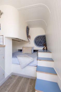 This_Moving_House12 Sprinter Camper, Vw Crafter, Red Vans, Campervan Interior, Amazing Spaces, Moving House, Camper Van, Motorhome, Bunk Beds