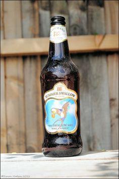 Cerveja Batemans Summer Swallow, estilo Special/Premium Bitter, produzida por Batemans Brewery, Inglaterra. 4.2% ABV de álcool.