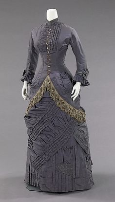 Victorian Afternoon Dress Ensemble, ca. Brooklyn Museum Costume Collection at The Metropolitan Museum of Art. 1870s Fashion, Victorian Fashion, Vintage Fashion, Victorian Era, Victorian Dresses, Vintage Gowns, Vintage Outfits, Bustle Dress, Silk Dress