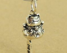 Sterling Silver 925 Stamped Vintage Protection Wealth Lucky Cat Maneki Neko Pendant  WSP375 Wholesale: See Discount Coupons in Item Details