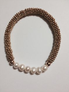 Pulsera chapa de oro con perla de rio