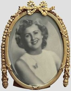 Adolf Hitler's favorite picture of Eva Braun; though the picture is a replica the frame did belong to Adolf Hitler Adolf Hitler's favorite picture of Eva Braun; though the picture is a replica the frame did belong to Adolf Hitler Berlin, Pearl Harbor Attack, Total War, The Third Reich, Battle Of Britain, Rare Photos, World History, World War Two, Wwii