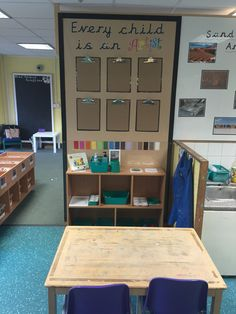 Every child is an artist display. Clipboards will be used to quickly display child's work. Painting area inspired by early excellence. Reggio Emilia Classroom, Eyfs Classroom, Infant Classroom, Classroom Ideas, School Displays, Classroom Displays, Art Area Eyfs, Classroom Organisation, Organisation Ideas