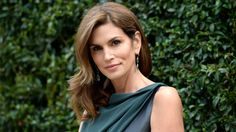 Cindy Crawford: My mom convinced me to keep my mole