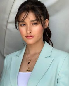 That beauty . For see more of fitness life images visit us on our website ! Liza Soberano Photoshoot, Liza Soberano Makeup, Lisa Soberano, Beautiful Girl Image, Cute Beauty, Girl Face, Beautiful Actresses, Pretty Face, Asian Beauty