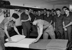 Troops taught by instructors how a inspection bed should look. Military Art, Military History, Army Day, Defence Force, Tactical Survival, Troops, Soldiers, We Are Young, The Good Old Days