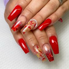 Glitter: Your Date Ice Nail Art: Broken Flowers & Gold Leaf Red Ombre Nails, Red Gel Nails, Red And Gold Nails, Gold Acrylic Nails, Acrylic Nails Coffin Short, Summer Acrylic Nails, Red Glitter Nails, Red Nail Art, Fancy Nails