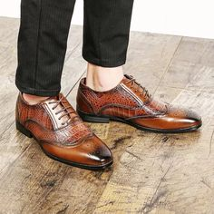 Men Leather Shoes Snake Skin Prints Pointed Toe Shoes Suede Leather Shoes, Leather Men, Kicks Shoes, Toe Shoes, Shoes Men, Mens Business Shoes, Gentleman Shoes, Derby Shoes, Lace Up Shoes