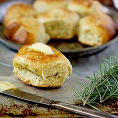 Slow-Cooker Rosemary Dinner Rolls! You can make bread in a slow-cooker!
