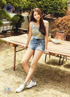 Sowon is the next G-Friend member to tease for 'Parallel'.In the first teaser image, Sowon took on a feminine look in brown. In another cut, the idol … South Korean Girls, Korean Girl Groups, Seoul, Gfriend Album, Gfriend Sowon, Photoshoot Images, Pretty Asian, G Friend, Entertainment
