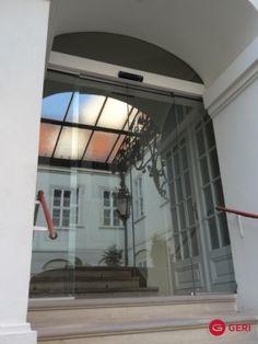 Sklenená stena s posuvnými dverami Windows, Ramen, Window