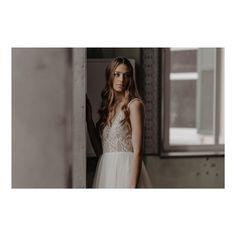 """BRAUTATELIER & GOLDSCHMIEDE on Instagram: """"100% HANDMADE // Das schöne Brautkleid hier besteht aus einer weichen Baumwollspitze und einem zarten Tüllrock. Der Einteiler ist aus der…"""" Gold, Couture, Bridal, Wedding Dresses, Handmade, Instagram, Fashion, Atelier, Beautiful Wedding Dress"""