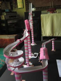 I'm a proud crafter: DIY Science Project: Marble Roller Coaster its pink Physics Projects, Stem Projects, School Projects, Projects For Kids, Marble Coasters, Diy Coasters, Paper Roller Coaster, Roller Coasters, Marble Tracks