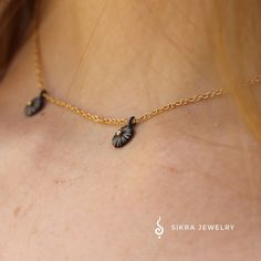 The stunning three sun necklace