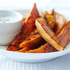 Chunky sweet potato fries with herbed yogurt dip (plus 11 other delicious potato recipes) Yogurt Dip Recipe, Yogurt Recipes, Yogurt Sauce, Vegan Yogurt, Best Mashed Potatoes, Fried Potatoes, Bbq Chicken Menu, Bbq Menu, Dinner Menu