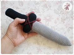 AmigurumisFanClub: Pequeña Espada Vikinga · Little Viking Sword! - free crochet pattern in English and Spanish. Crochet Game, Crochet For Kids, Diy Crochet, Crochet Dolls, Crochet Ideas, Amigurumi Patterns, Knitting Patterns, Crochet Patterns, Viking Sword