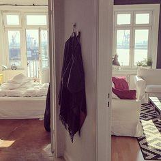 Sunny Sunday Recap  Ich hätte gut noch so einen Tag gebrauchen können,aber immerhin hat heute auch die Sonne gestrahlt.  #decoration #einrichtung #germaninteriorbloggers #Hamburg #hamburgliebe #home #homedecor #homedetails #homeinspo #interieur #interieurblogger #interior #interiordesign #myhome #sundayrecap #sunnyhamburg #window