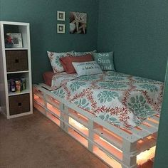 1 of 2 pallet beds made. This is 1 and pallets over 3 high. - 1 of 2 pallet beds made. This is 1 and pallets over 3 high. Gemac Teen Room Decor Ideas 1 made - Room Ideas Bedroom, Small Room Bedroom, Bedroom Designs, Bedroom Simple, Girls Bedroom, Bedroom Ideas For Small Rooms For Teens, Diy Ideas For Bedroom, Teal Teen Bedrooms, Cool Teen Rooms