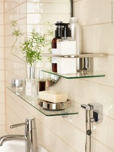 Ett snyggt, välstädat badrum är lika med livskvalitet. Vi uppdaterar med nyheterna ALDERN/TÖRNVIKEN - en stilren kombo som gör både början och slutet av dagen härligare.