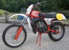 Squadra Regolarita Club France / Les motos de ROBERZOC Enduro Vintage, Vintage Bikes, Moto Enduro, Cool Dirt Bikes, Rally Raid, Motocross Bikes, Dirt Biking, Classic Bikes, Offroad